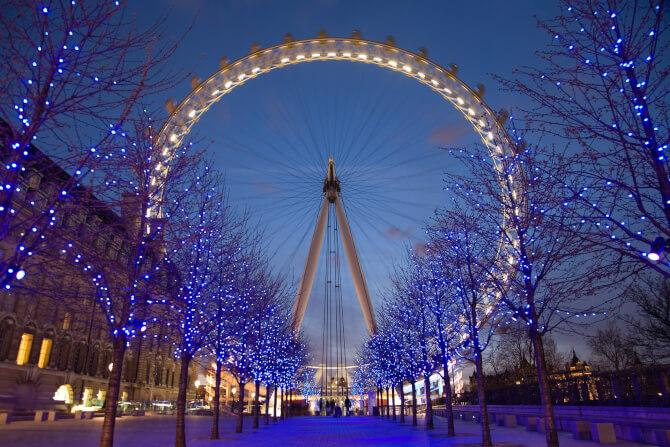 Top 20 things to do in London: The London Eye at night during Christmas