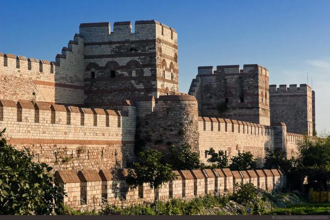 things to do in Istanbul:Walls of Constantinople