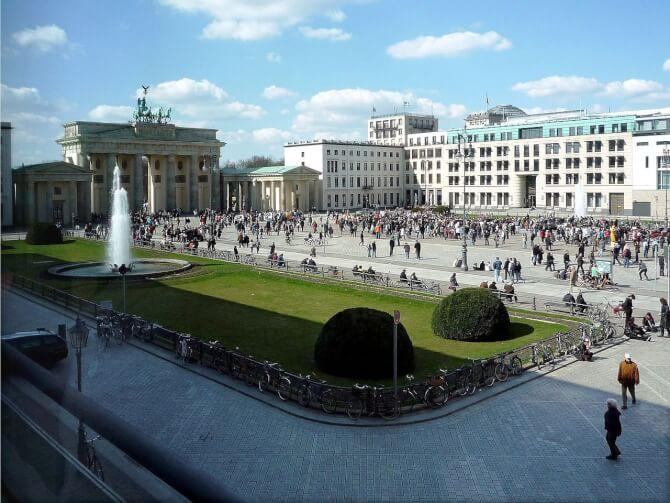 Top 20 things to do in Berlin: The Pariser Platz with the Brandenburg Gate in the background