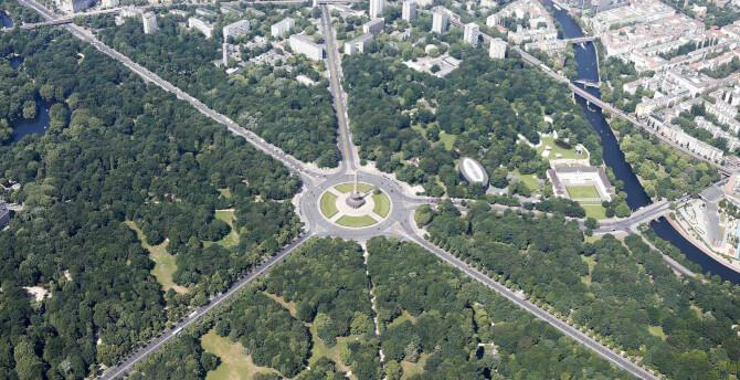 Top 20 things to do in Berlin: Aerial view of the Tiergarten