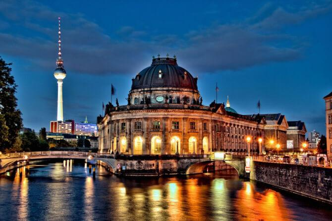 Top 20 things to do in Berlin: Night view of the tip of the Museum Island