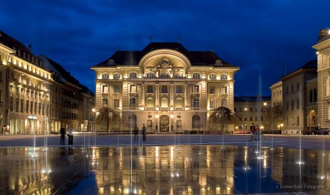 Top 20 things to do in Bern: Bundesplatz at night