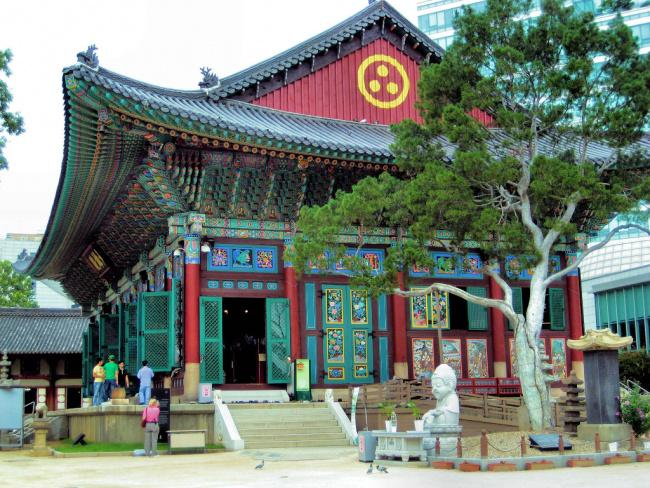 things to do in seoul:Jogyesa Temple