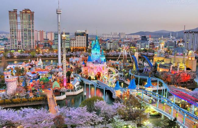 things to do in seoul:Lotte World
