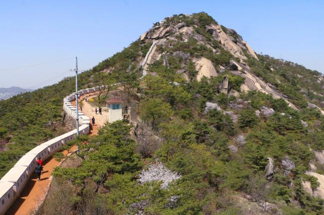 things to do in seoul:Seoul City Wall