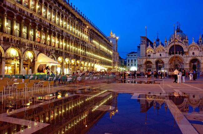 Top 20 things to do in Venice: Part of Piazza San Marco at night