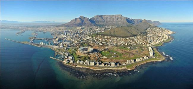 Top 20 things to do in Cape Town: Cape Town with Table Mountain in the distance