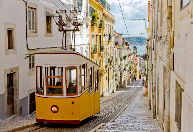 Top 20 things to do in Lisbon: Alfama