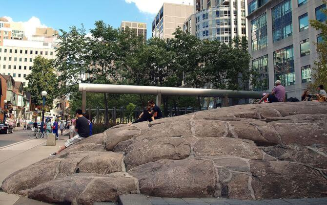 Top 20 things to do in Toronto: Yorkville Rock