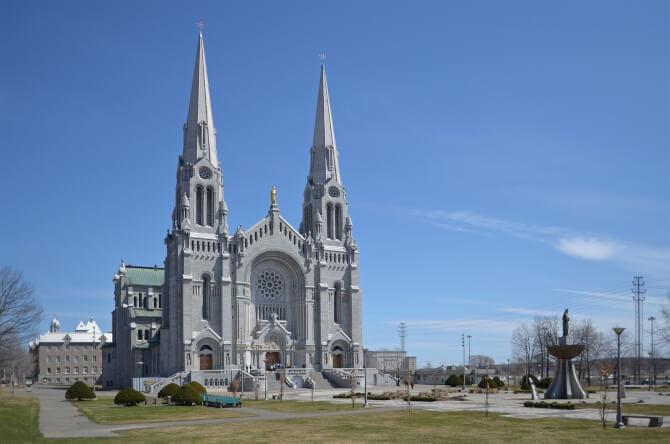 Top 20 things to do in Quebec City: Basilica of Sainte-Anne-de-Beaupré