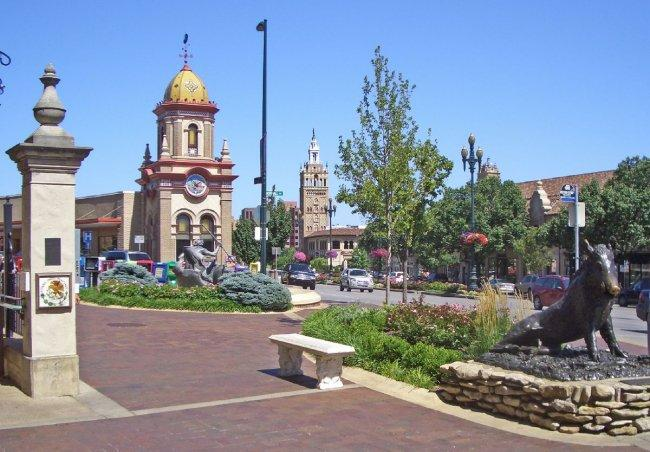 Top 20 things to do in Kansas City: Country Club Plaza