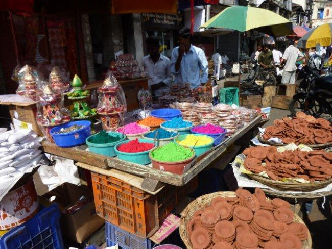 Top 20 things to do in Mumbai: Colaba Causeway Market